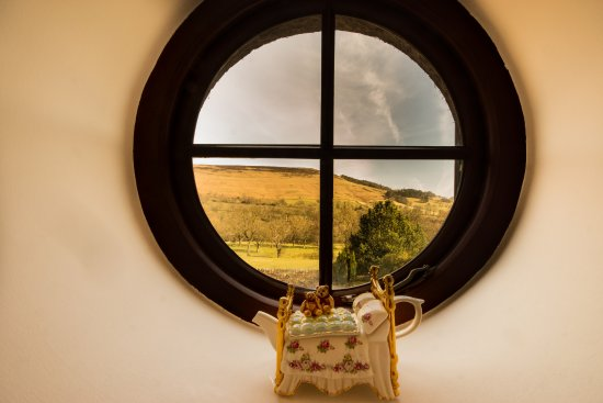 Hope, UK: Thornhill Suite's quirky round window