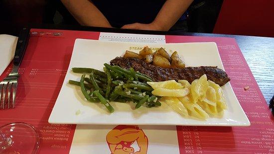 Herouville-Saint-Clair, France: plat de viande