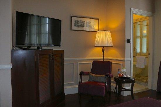 Raffles Hotel Le Royal: Room 306 - living