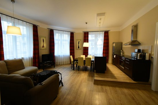 Sodispar Serviced Apartments: Living room of the 2-bedroom apartment