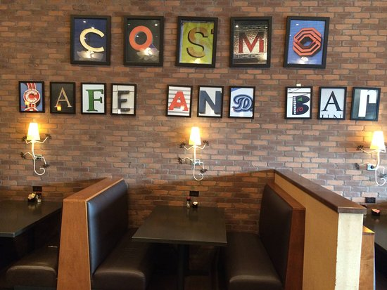Cosmo Cafe: Cosmo wall