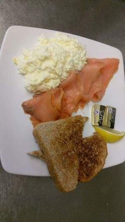 Hadleigh, UK: Salmon breakfast