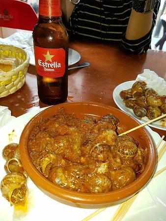 Cunit, Spagna: Caracoles con verduras y salsa ... picantitios ... deliciosos ...