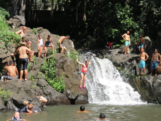 Hauula, Havai: Cliff jumping