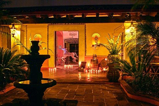 Hotel Boutique Casa de Campo: Terraza principal, Pasillo del restaurante.