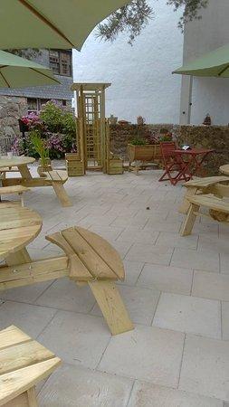 Dolgellau, UK: Nice new garden