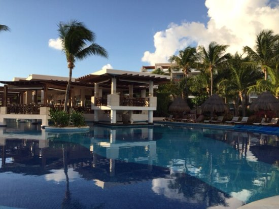 Excellence Playa Mujeres: Pool with lunch spot in background