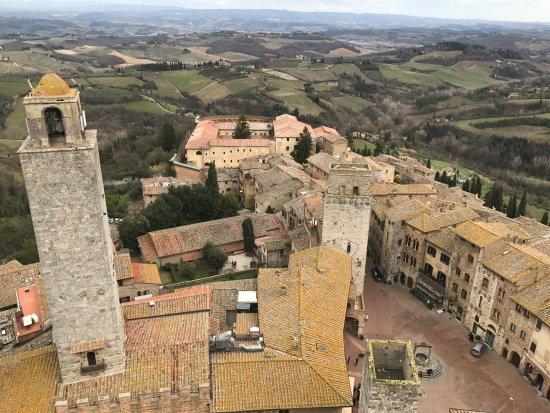 Palazzo Pubblico e Torre Grossa: Torre Rognosa vista da Torre Grossa, ano 1200.