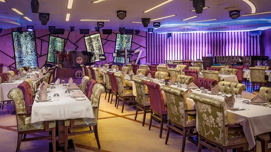 Emirate of Abu Dhabi, สหรัฐอาหรับเอมิเรตส์: Restaurant & stage full view