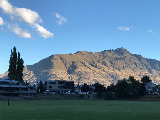 Queenstown Park Boutique Hotel: View from the hotel - across the rugby field. Stunning!