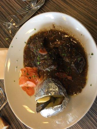 Montgaillard, Francia: Plat du jour bœuf bourguignon, qualité et quantités correct , café gourmand pour un euro de supp