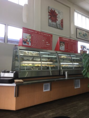 Helensville, Nuova Zelanda: Good range of pre-prepared food