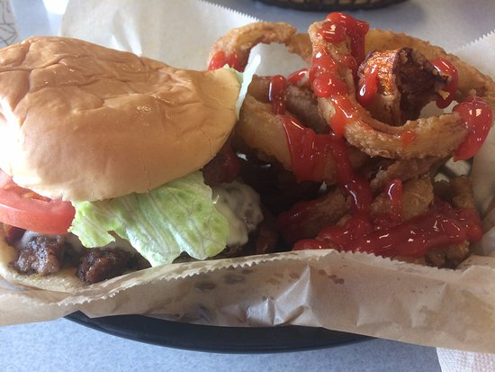Nolensville, Tennessee: Andy's Bacon Cheeseburger and Onion Rings