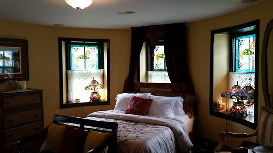 Stone Manor Boutique Inn: Turret Suite
