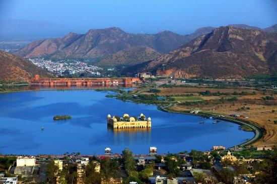 Jal Mahal Palace1.5 km from Hotel Rajputana Haveli
