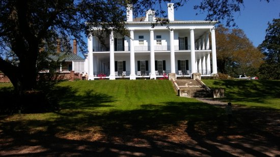 Natchez, MS: Dunleith is a full service B&B, with the Castle restaurant on site.