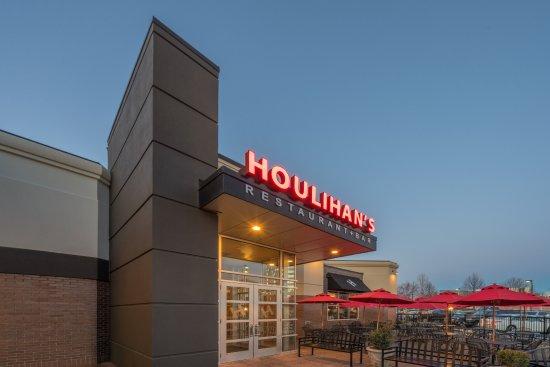 Welcome to Houlihan's Herndon