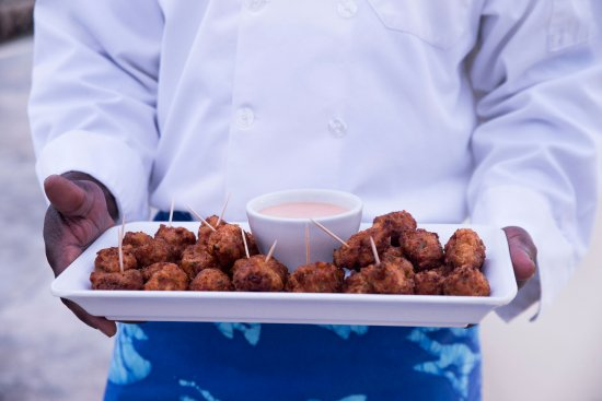 Andros: Totally all inclusive - Meals, snack, beverages and bar drinks. Including conch fritters!