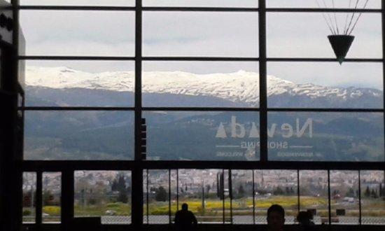 Armilla, España: View of the mountains from the food court