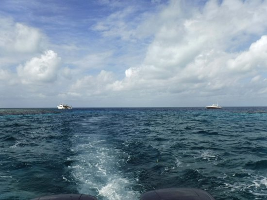 Ambergris Caye, Belize: Leaving the opening to the Blue Hole