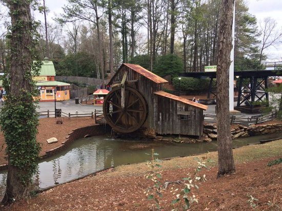 Austell, GA: Beautiful water wheel