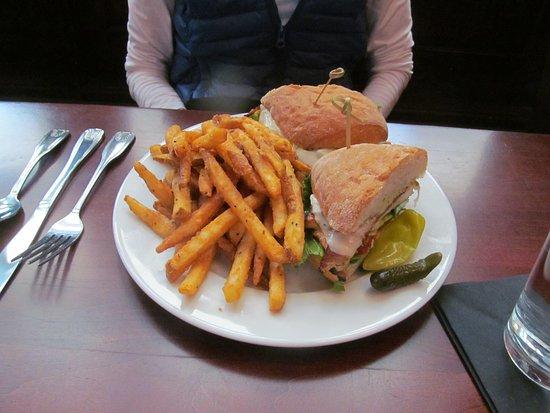 Pleasant Hill, كاليفورنيا: grilled chicken club $11