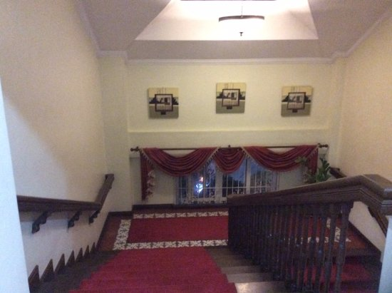 White Knight Hotel Intramuros: Staircase leading to the Rooms