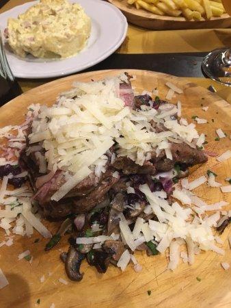 Province of Palermo, Italien: Carni ottime e di qualità 👌🏻dolce parecchio deludente!!