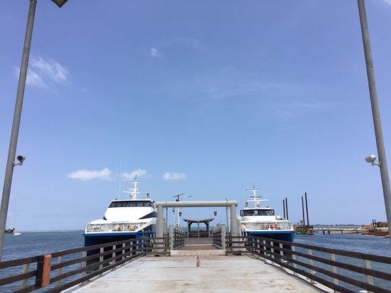 Mussulo, Angola: Embarcadouro, acesso à lancha particular do restaurante.