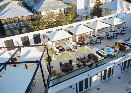 The Pearl Hotel Cabanas At S Rooftop Lounge