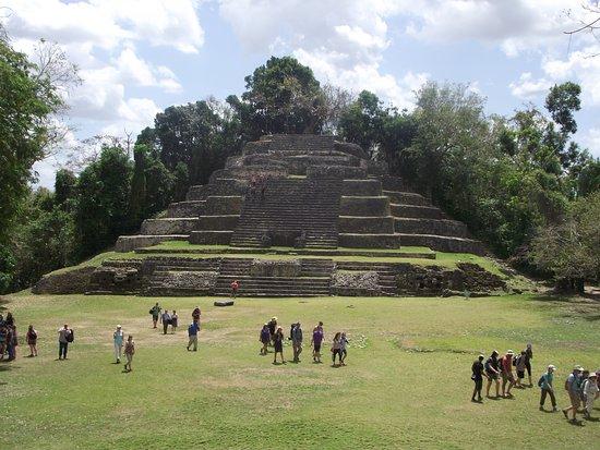 Lamanai Archaeological Reserve: Jaguar Temple at Lamani