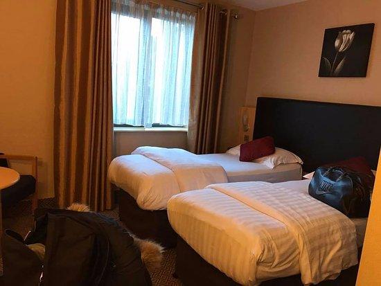 Academy Plaza Hotel: Voila les deux lits ou nous avons dormis, franchement pour cet hôtel, la literie est top.