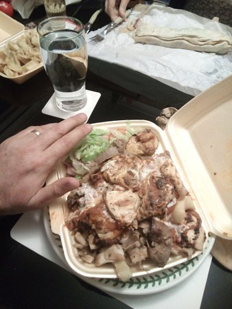 ‪‪Barlborough‬, UK: Chef's special, chicken kebab with grilled chicken, chilli and chips.‬