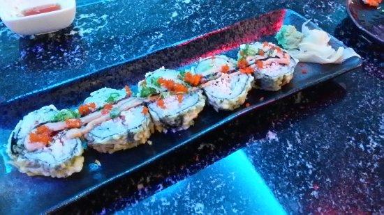 โอโคโนโมวอค, วิสคอนซิน: My husband invited me to lunch at VIP Sushi today for a first visit and we had a wonderful time.