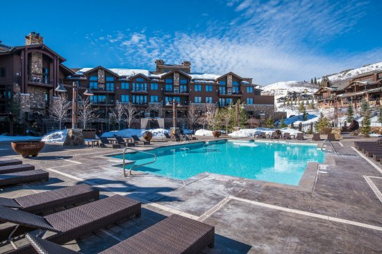 Waldorf Astoria Park City: Pool area