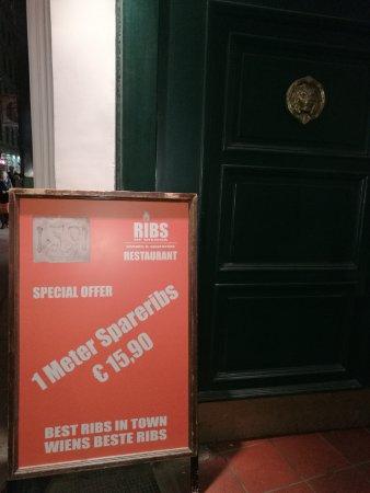 Ribs of Vienna : Вход в ресторан