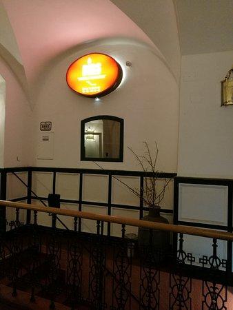 Ribs of Vienna: Зал находится в подвальном этаже