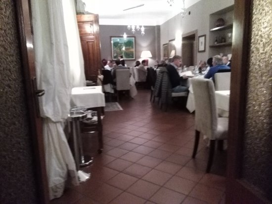 https://media-cdn.tripadvisor.com/media/photo-s/0e/cd/5a/a9/sala-ristorante-6-tavoli.jpg