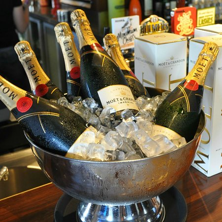 The Lounge: Moet