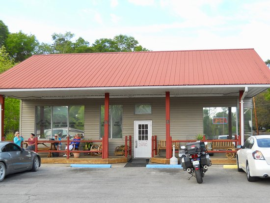 Alice's Parkside Restaurant : Alice's Restaurant building view.  New roof and siding.