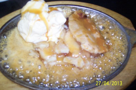 Cheboygan, MI: Sizzling hot apple pie with caramel sauce ~ just one of our AMAZING yummy desserts