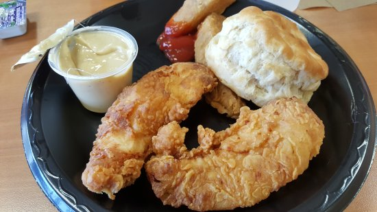 Όλμπανι, Μινεσότα: Chicken filet with potatoes and homemade biscuit