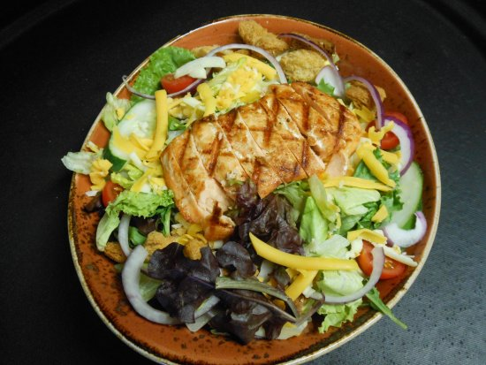 Cheboygan, MI: Entree salads are taken VERY seriously....top with chicken, salmon, shrimp or steak.