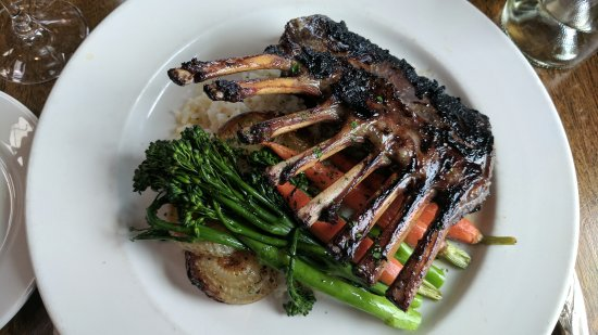 Geyserville, CA: Rack of lamb entree. Lamb was prepared perfectly