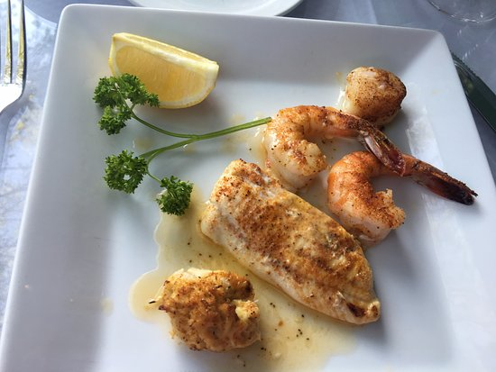 Downtown Grille: broiled seafood platter