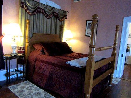 Bb Guest Room King Size 4 Post Bed Bild Von The Dolan House