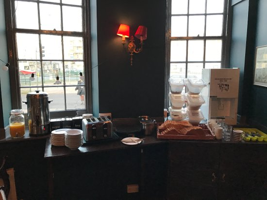 Home Brighton : Continental breakfast with pancakes