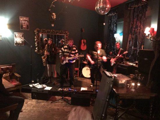 Home Brighton: The Pirahnas band playing