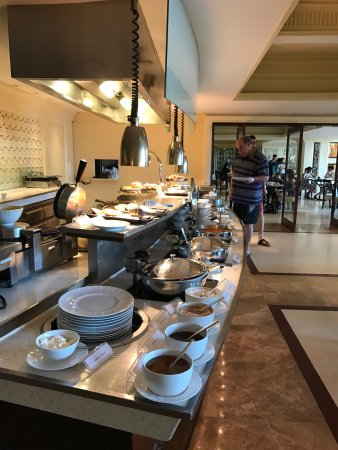 Dusit Thani Hua Hin: breakfast&aperitif gorgeous!