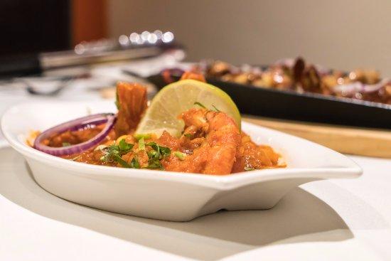 Holmfirth, UK: Chef special King prawn dish .